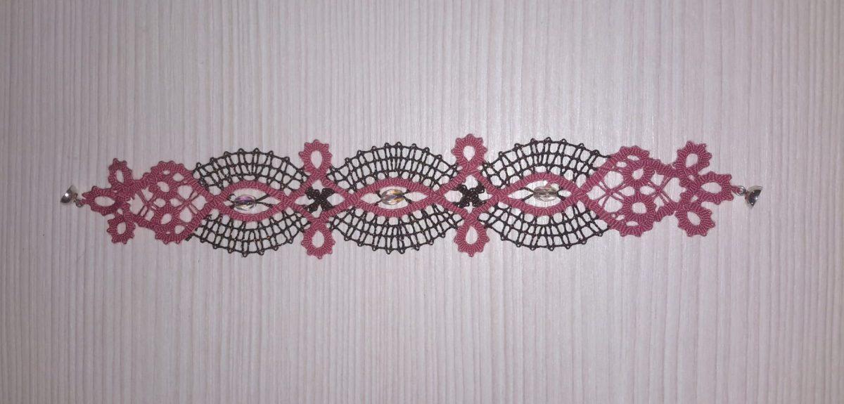 roza-črna čipkasta zapestnica s kristali